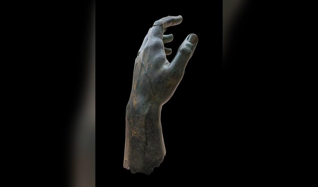 De bronzen hand van Constantijn, inclusief wijsvinger.  (beeld musei capitolini / Zeno Colantoni)