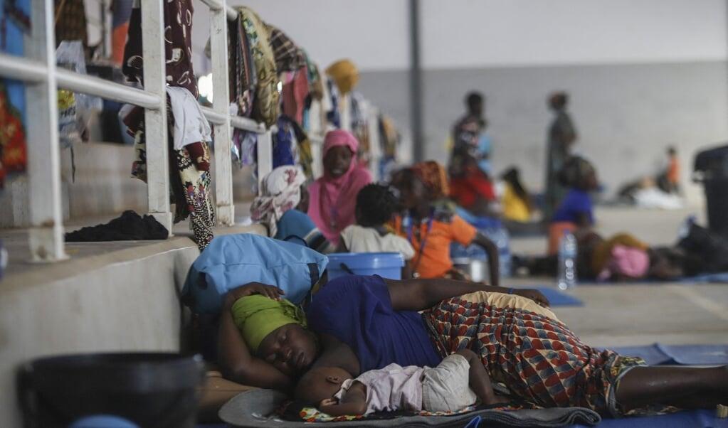 Vluchtelingen in de havenstad Pemba, in het noorden van Mozambique.  (beeld afp / Alfredo Zuniga)