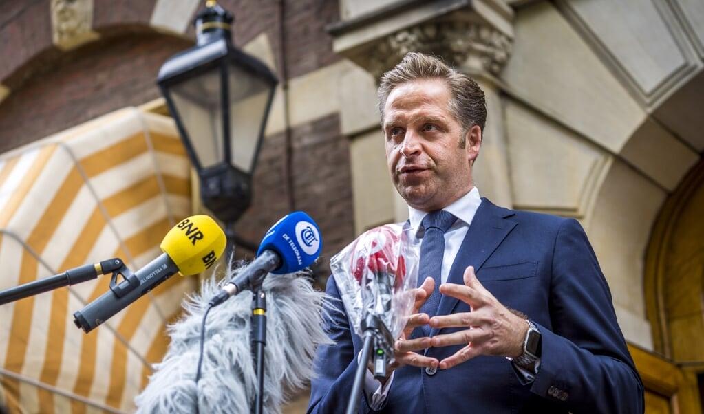 Hugo de Jonge maakte maandag de versoepelingen bekend.  (beeld anp / Lex van Lieshout)