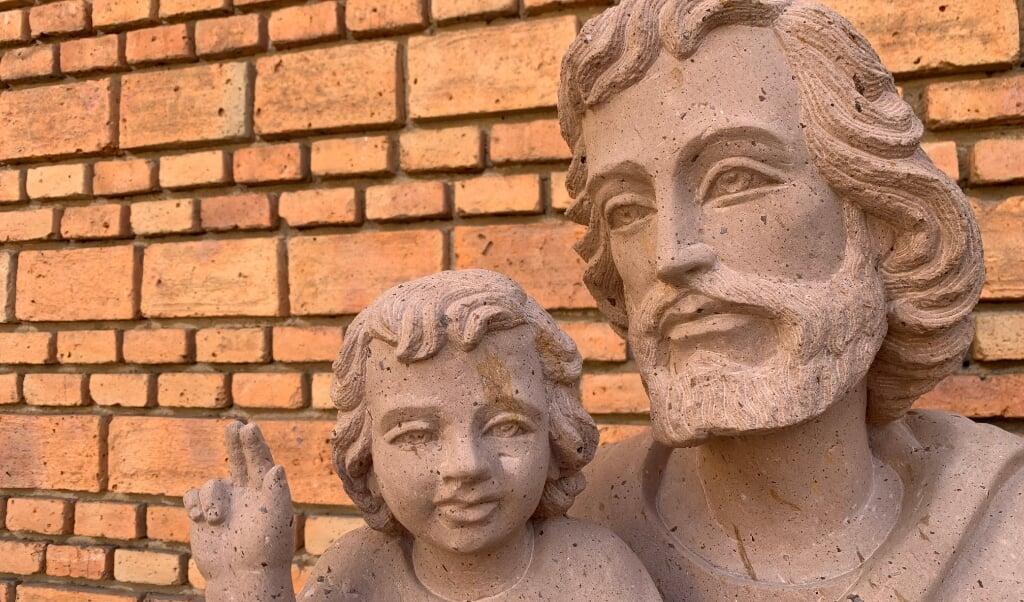 Een beeld van Jozef en Jezus als kind.  (beeld Cathopic)