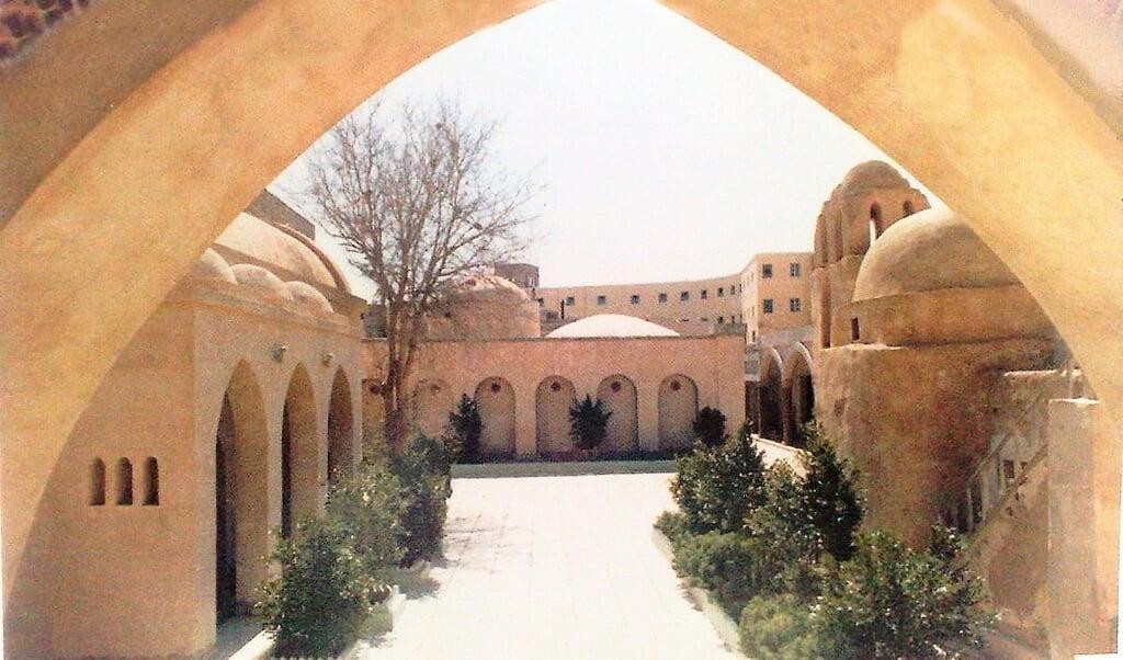 Het 4e eeuwse klooster van Sint-Macarios ten noord-oosten van Caïro.  (beeld wikipedia)