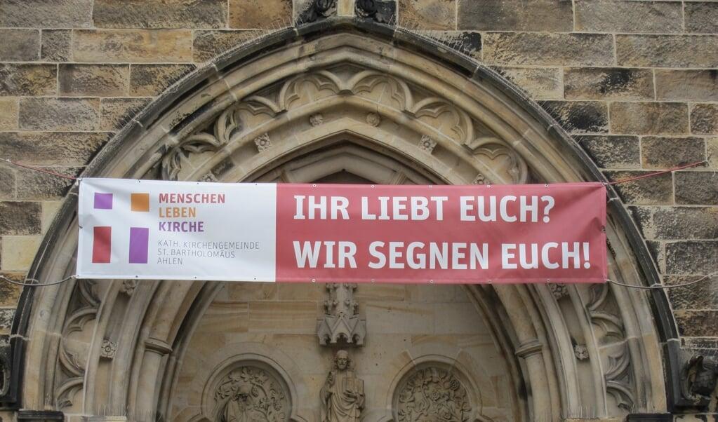 Boodschap van de aan de Liebe Gewinnt-actie deelnemende St.-Marien-Kirche in Ahlen.  (beeld St. Bartholomäusparochie Ahlen)