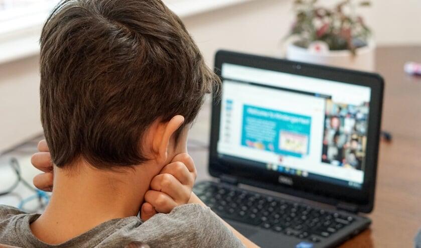 Dicht snel de mondiale digitale kloof en verhef betekenisvolle toegang tot het internet tot een mensenrecht