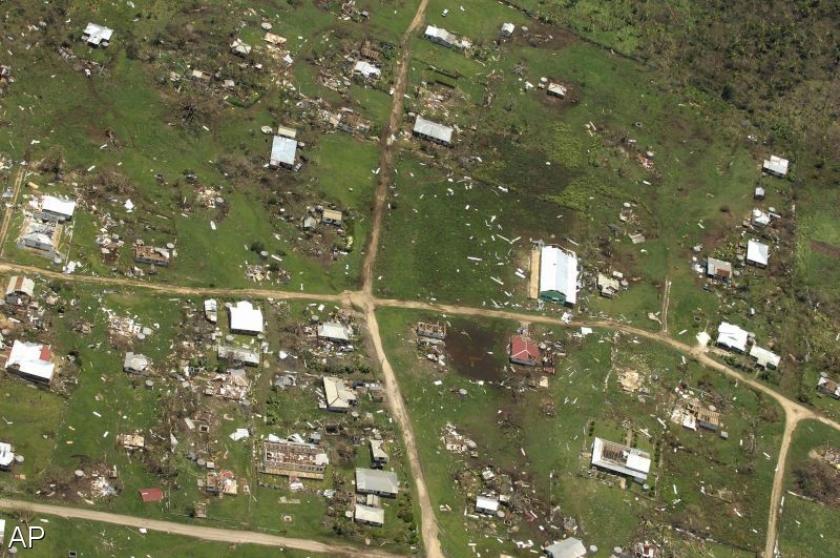 Cycloon verwoest huizen in Tonga