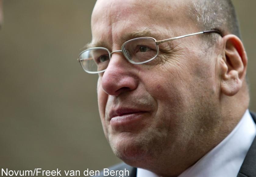 Teeven gaat praten met Van der Laan