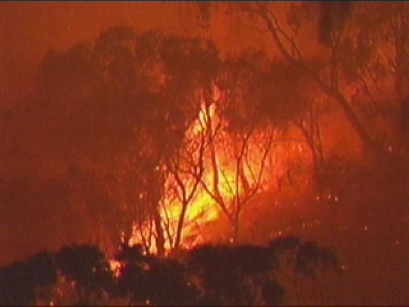 Huizen in as door branden Australië