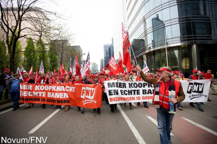 Tienduizenden vakbondsleden protesteren in Brussel