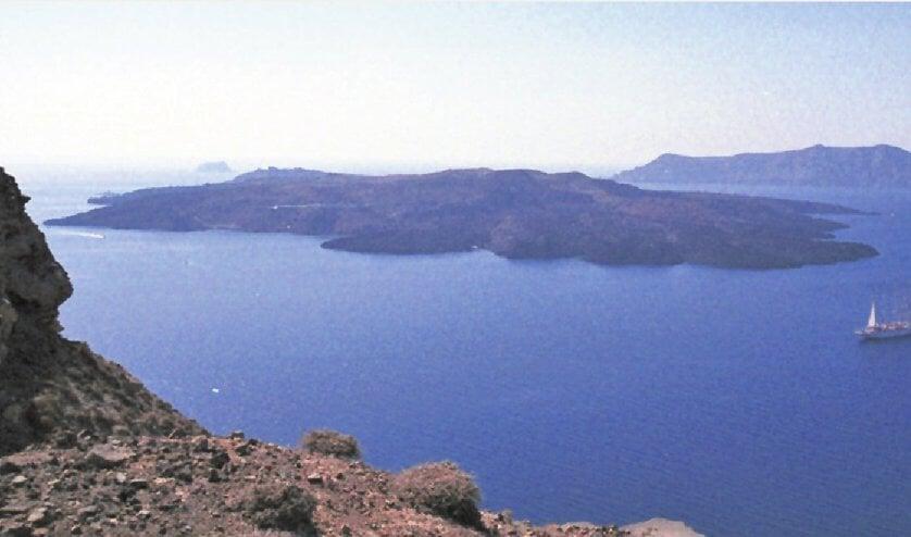 Magmabel onder Grieks eiland Thera groeit