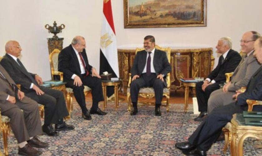 Morsi deinst terug tegenover rechters