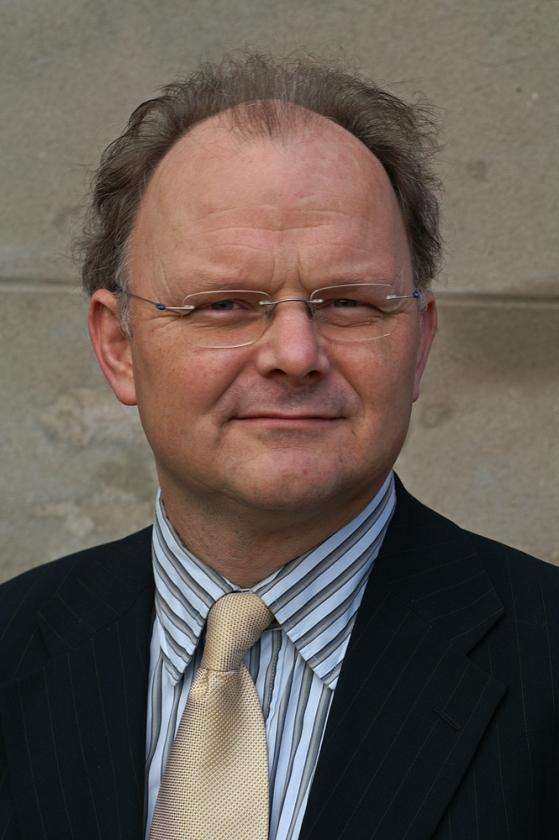 Dr. Bert van Veluw gaat confessionelen leiden