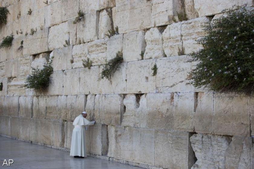 Franciscus bidt bij Klaagmuur