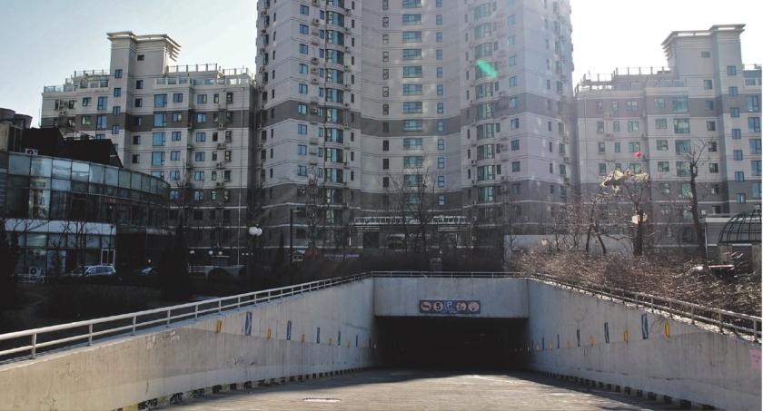 Kleine woningen in schuilkelder Peking