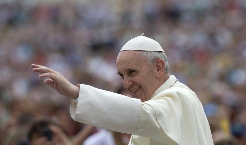 Paus verrast met open brief aan ongelovige criticus