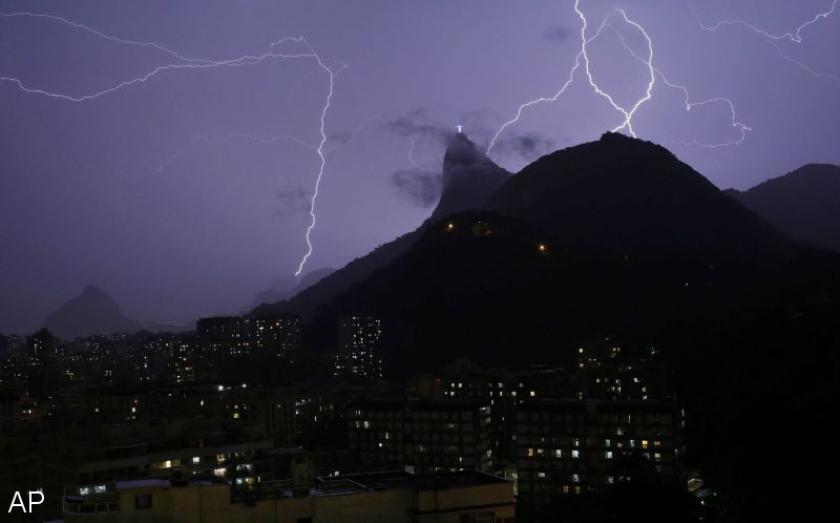 Christus-beeld Rio beschadigd na blikseminslag