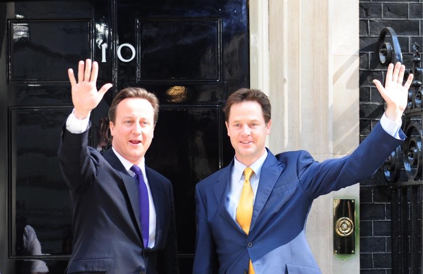 Regering-Cameron gaat het mes hanteren