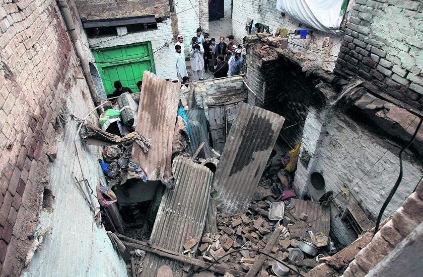 honderden  doden door aardbeving Afghanistan  (ap / Mohammad Sajjad)