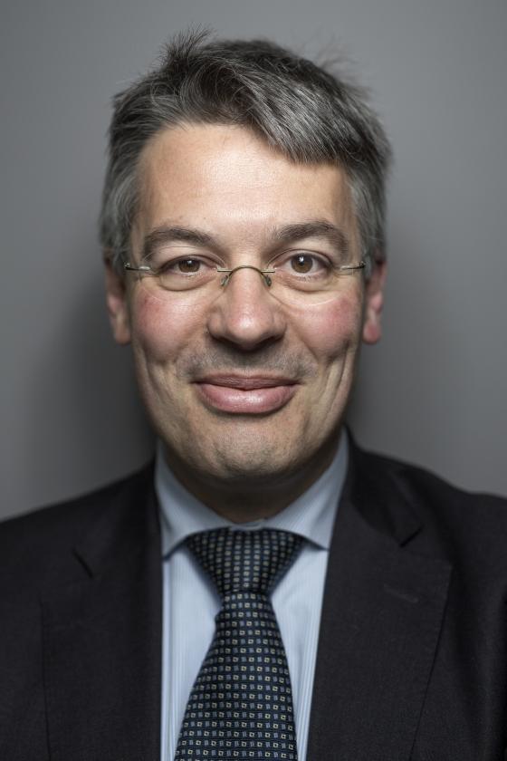 Edgar du Perron: 'De consument mag vertrouwen op de deskundigheid van de financiële sector. Die mag je niet het vel over de oren trekken.'   (Mike Roelofs)