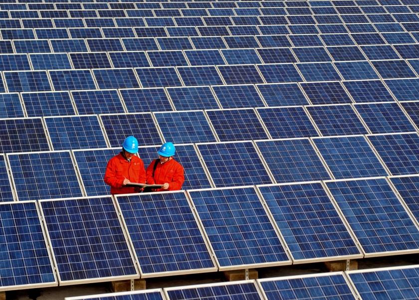 Een zogenaamde kruimelvergunning mag ook worden afgegeven voor 'ander gebruik van gronden voor een maximumtermijn van tien jaar'. Onder 'ander gebruik' valt nu ook een groot zonnepark.  (ap)