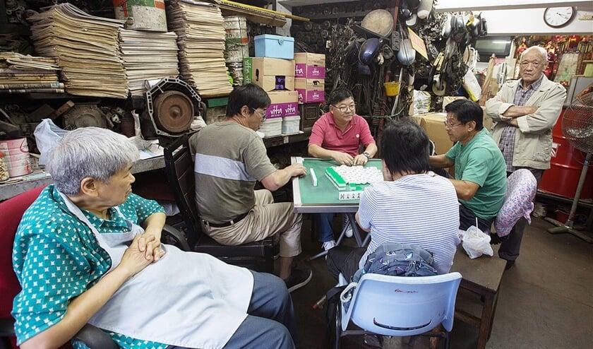 Het Chinese spel Mahjong, vooral geliefd onder ouderen, wordt gezien als 'het spel van het volk'.  (afp)