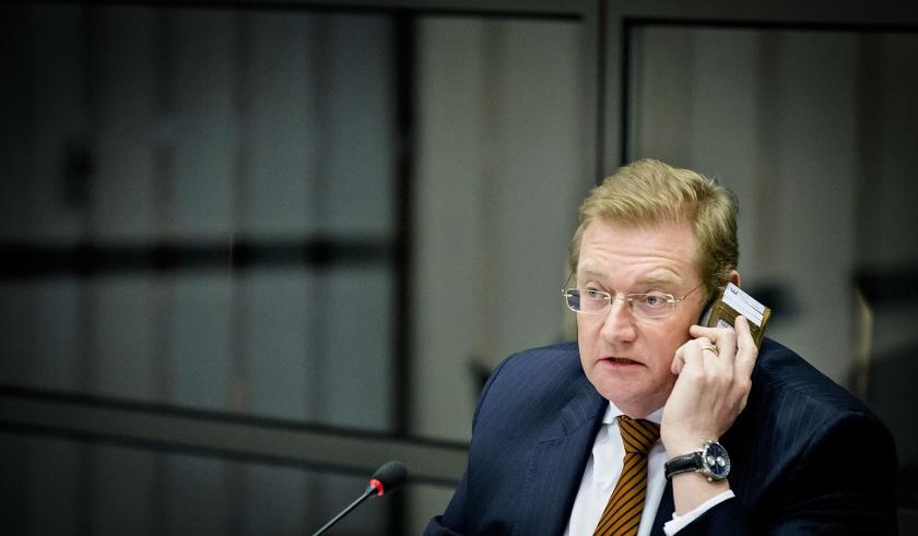 Minister Ard van der Steur tijdens een eerder Kamerdebat over de 'bonnetjesaffaire'.  (anp / Bart Maat)