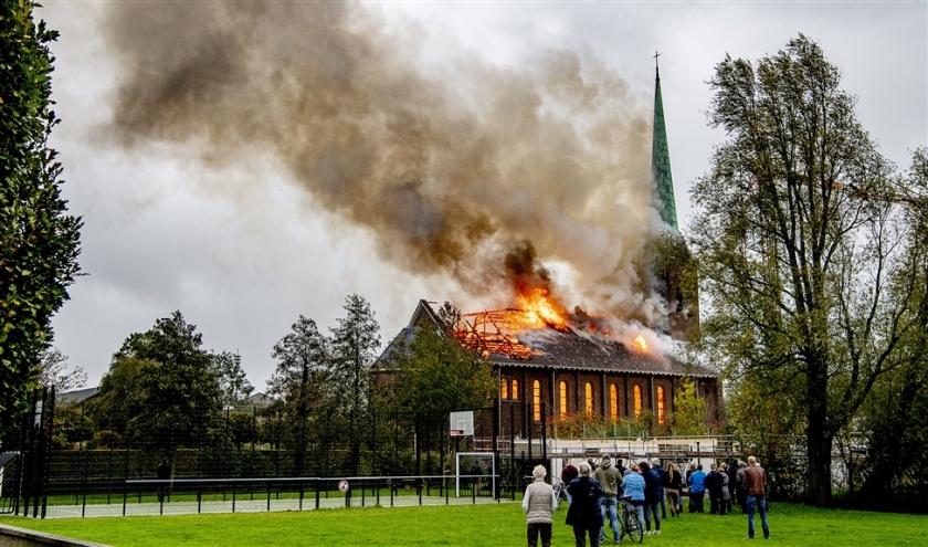 De inwoners van Hoogmade zien dat de kerk niet meer te redden is.  (anp)