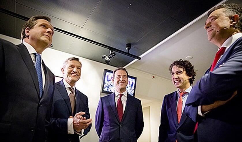 V.l.n.r. de lijsttrekkers Pechtold (D66), Buma (CDA), Asscher (Pvda), Klaver (Groenlinks) en Roemer (SP) voor aanvang van het RTL-debat.  (anp / Bart Maat)