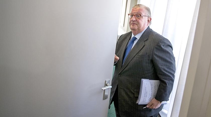 De in opspraak geraakte VVD-voorzitter Henry Keizer in het hoofdkantoor van Facultatieve Media vrijdag na afloop van een gesprek met de media.  (anp / Jerry Lampen)