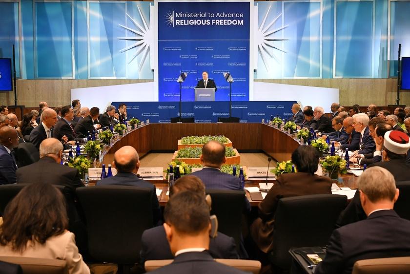 De Amerikaanse minister van Buitenlandse Zaken Mike Pompeo tijdens zijn toespraak op de bijeenkomst over godsdienstvrijheid in Washington.  (afp / Mandel Ngan)