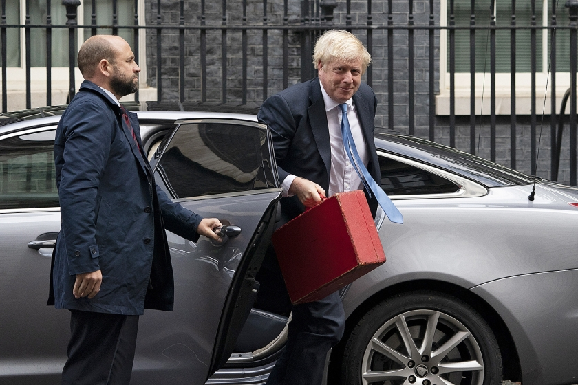 Boris Johnson arriveert op 10 Downing Street.