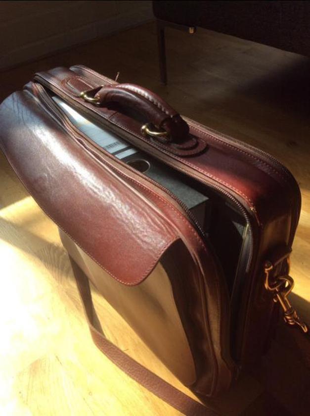 Marktplaats: een kalfsleren tas uit Spanje   (marktplaats)