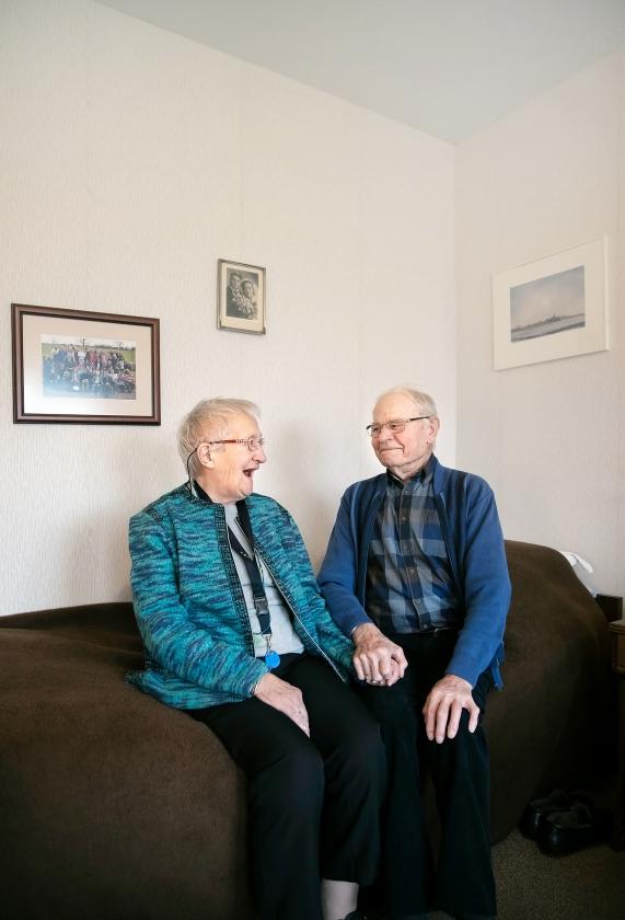Freerk (96) en Annie (92) zijn al 72 jaar samen. In Ik ook van jou vertellen ze over hun liefde: 'Je moet wel eens wat toegeven.'   (Judith Jockel)