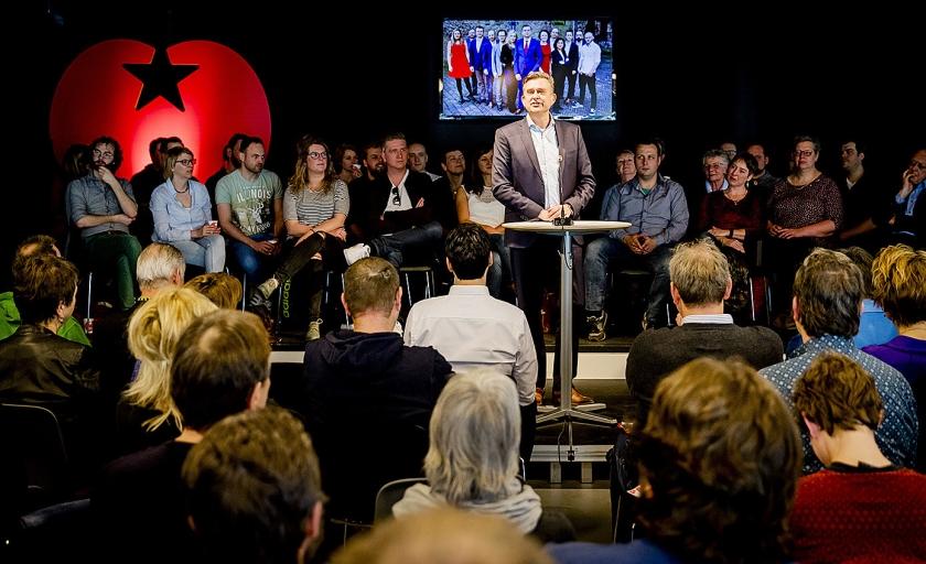 Emile Roemer aan het woord op de partijraad van de SP in Amersfoort.  (anp / Remko de Waal)
