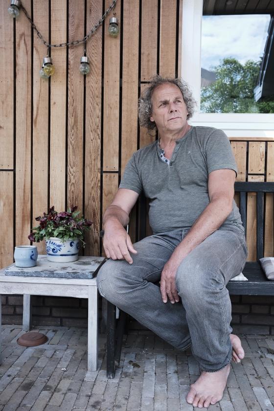Dick Mostert: 'Om te kunnen ontspannen heb ik stilte nodig'   (Dick Vos)