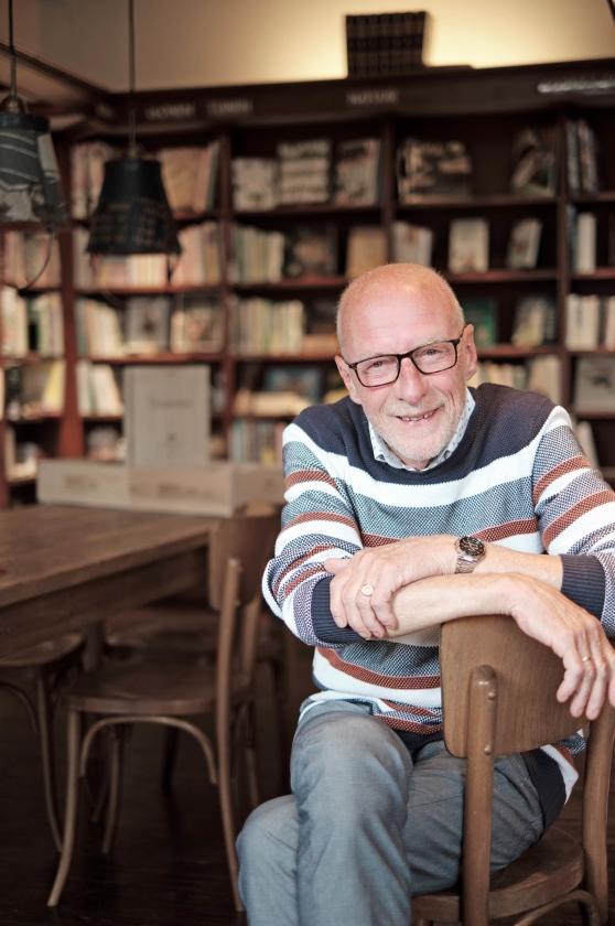 Boekverkoper Heerco Walinga leerde: 'Dienen komt eerst en daarna verdienen als zegen daarop'   (Dick Vos)