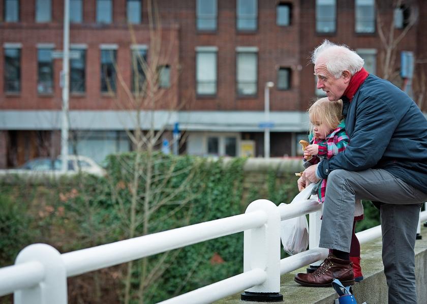 Gemiddeld hebben 65-plussers in Nederland veel minder vaak een laag inkomen dan hun jongere medelanders.  (anp / Roos Koole)