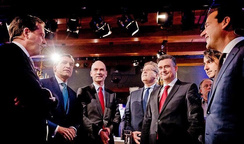 Alexander Pechtold (D66), Sybrand Buma (CDA), Gert-Jan Segers (ChristenUnie), Henk Krol (50Plus), Emile Roemer (SP), Jesse Klaver (GroenLinks) en Lodewijk Asscher (PvdA) voorafgaand aan het Groningse debat.  (anp / Remko de Waal)