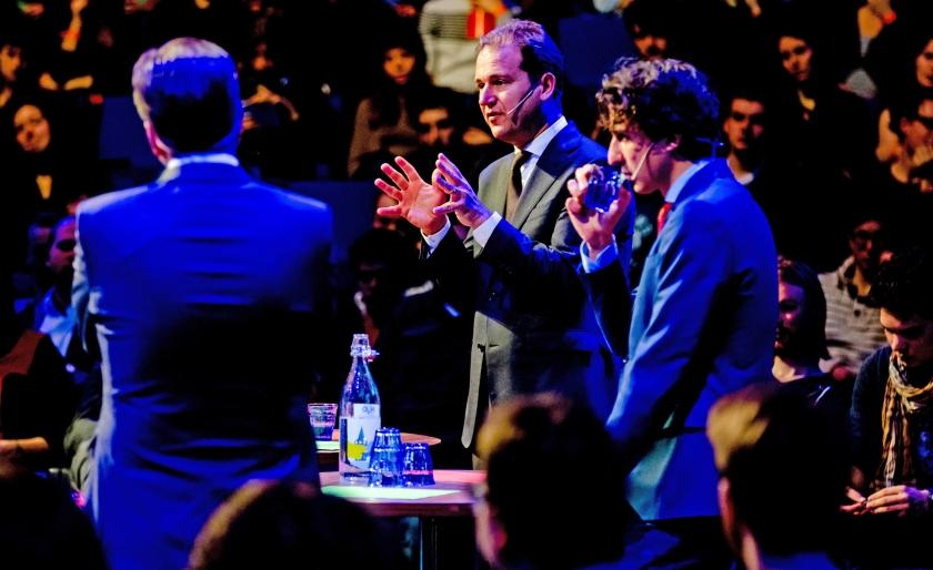 De lijsttrekkers Alexander Pechtold (D66), Jesse Klaver (GroenLinks) en Lodewijk Asscher (PvdA) tijdens een debat in Delft.  (anp / Robin van Lonkhuijsen)
