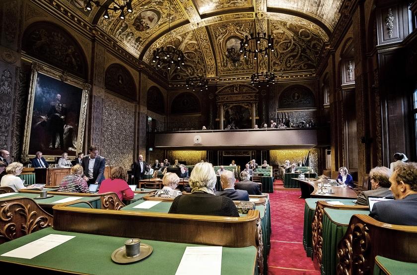 Het lidmaatschap van de Eerste Kamer is een deeltijdfunctie en er zullen daarom altijd andere belangen spelen.  (anp / Remko de Waal)