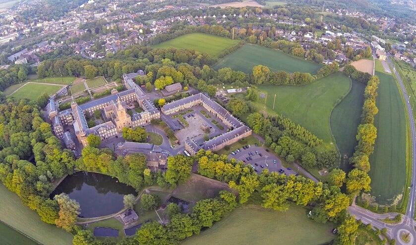 De abdij van Rolduc is een enorm complex, waarvan maar een zeer beperkt gedeelte een religieuze functie heeft.  (rolduc)