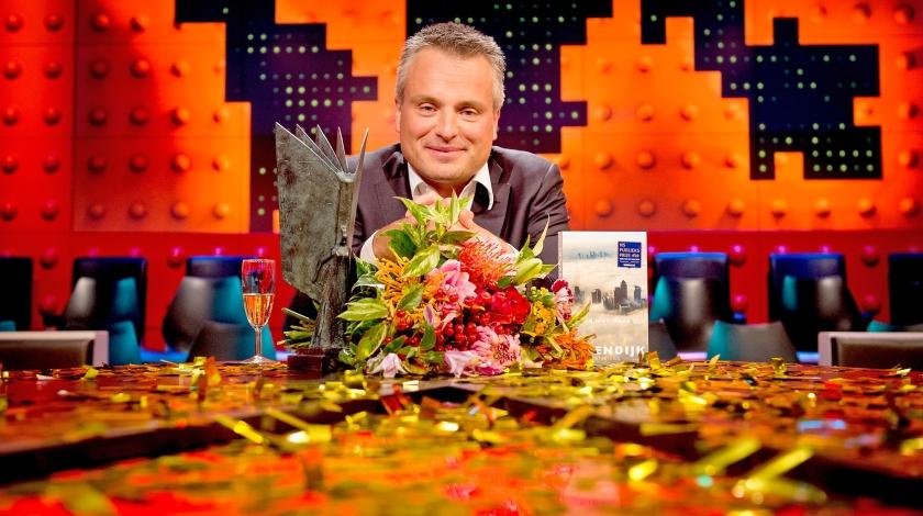 Joris Luyendijk tijdens de bekendmaking van de NS Publieksprijs 2015 in de uitzending van De Wereld Draait Door.  (anp / Koen van Weel)