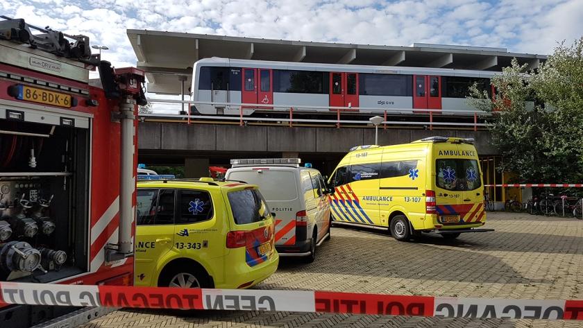 Als het misgaat met 'verwarde personen', haalt dat soms het nieuws. Zoals de man die in 2017 op een metrostation in Amsterdam een passagier doodstak.  (anp / Lorenzo Derksen)