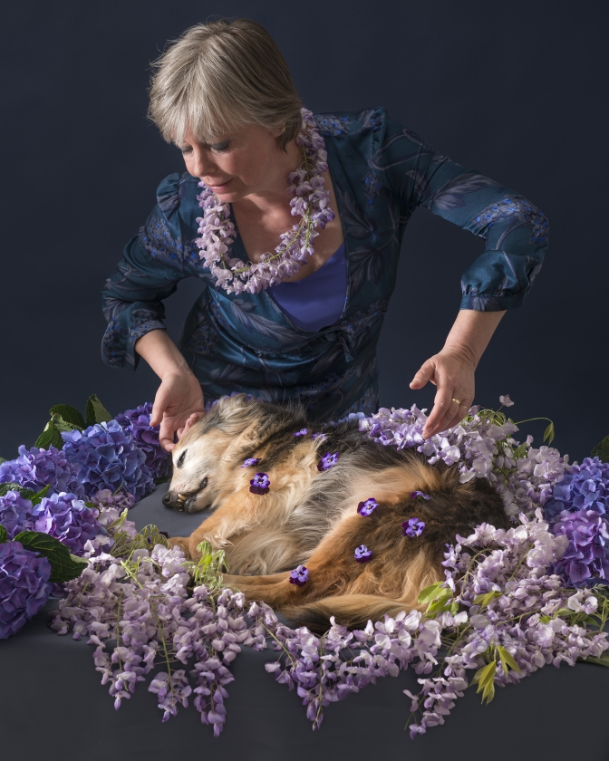 Simone Henken neemt afscheid van haar hond Joerie.   (Simone Henken)