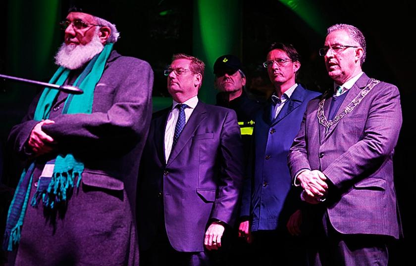 Minister Ard van der Steur (Veiligheid en Justitie), Joost Eerdmans (Leefbaar Rotterdam) en burgemeester Ahmed Aboutaleb na de aanslagen in Parijs.  (anp / Jerry Lampen)