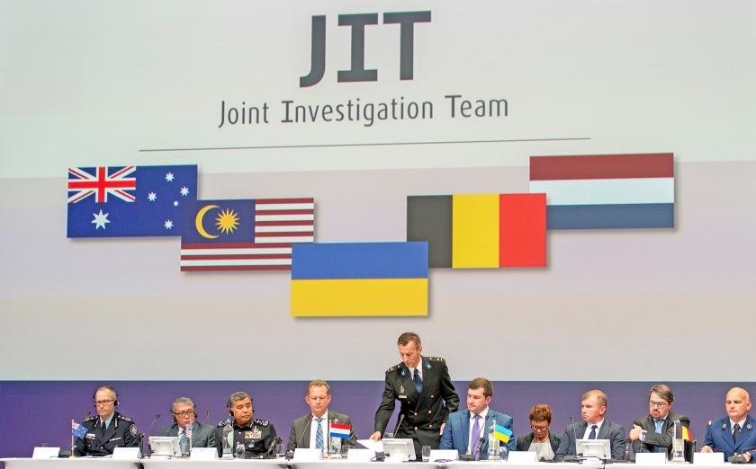 Het JIT tijdens de presentatie van de eerste onderzoeksresultaten in 2016.  (anp / Jerry Lampen)