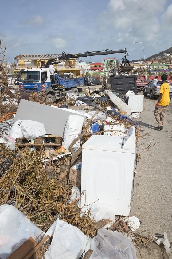 Er is veel geld nodig om de schade te herstellen die de orkaan Irma op Sint Maarten heeft aangericht. Hoeveel geld ermee gemoeid zal zijn, is mede afhankelijk van de manier waarop wordt herbouwd.   (anp / Vincent Jannink)