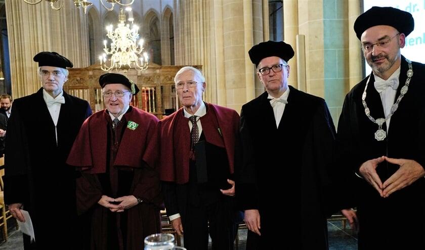 Vanaf links: hoogleraar geschiedenis neocalvinisme George Harinck, de Amerikaanse theoloog Richard Mouw, dominee Henk de Jong, hoogleraar Oude Testament Gert Kwakkel en rector Roel Kuiper van de Theologische Universiteit Kampen.  (Dick Vos)