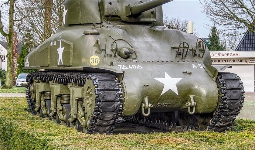 Een Amerikaanse Sherman-tank in Oorlogsmuseum Overloon. Dit type tank bleek tijdens de slag om Overloon in oktober 1944 niet goed opgewassen tegen de Duitse Panther-tank.  (rijksdienst voor het cultureel erfgoed en wikimedia)
