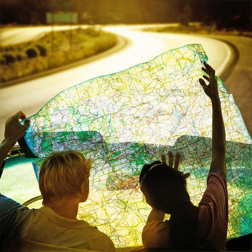 Wie nooit moeite doet op een plattegrond uit te zoeken waar hij moet zijn en altijd klakkeloos het tomtomstemmetje volgt, zal steeds meer moeite krijgen met ruimtelijke oriëntatie.   (iStock)