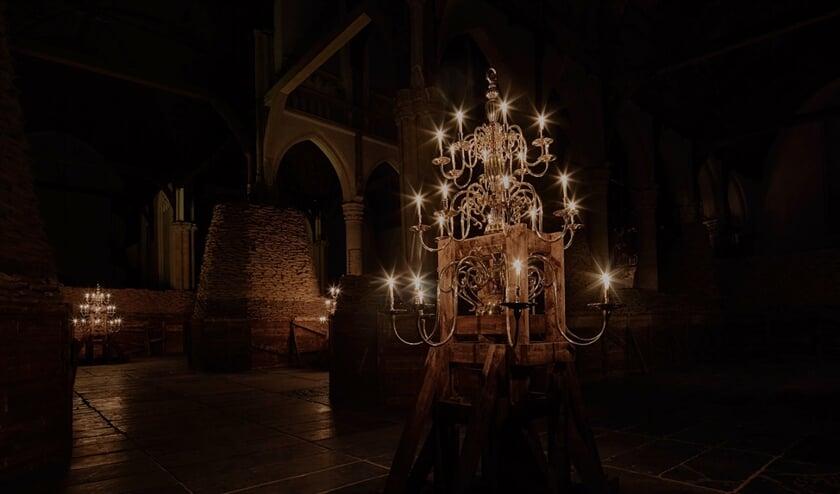 Bij de jongste expositie in de Oude Kerk in Amsterdam, 'Poems for Earthlings', is het kerkinterieur in duister gehuld.  (Jörg Baumann)