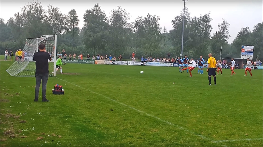 De wedstrijd tegen Heukelum loopt na een penalty volledig uit de hand. 'Onze spelers laten zich te snel provoceren.'  (Youtube)